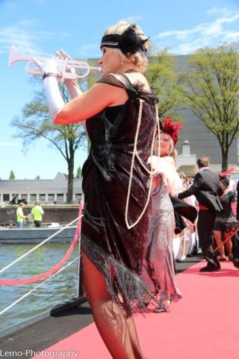Carolina Deelen speelt de trompet