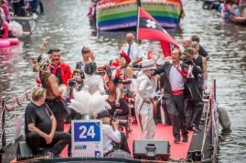 Boot 24 tijdens de Canal Parade 2017