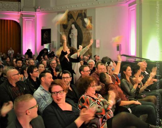 050 Het publiek tijdens de jurering